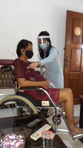 Homecare Relawan Paliatif Kristus Raja bersama dr. Julia