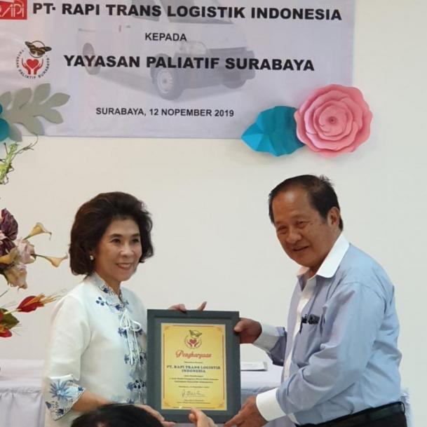Sumbangan Mobil Pengguna Kursi Roda dari PT. Rapi Trans Logistik Indonesia November 2019