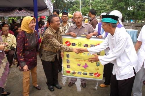 "Deklarasi ""Surabaya Kota Paliatif"" di Taman Bungkul Surabaya 2010"