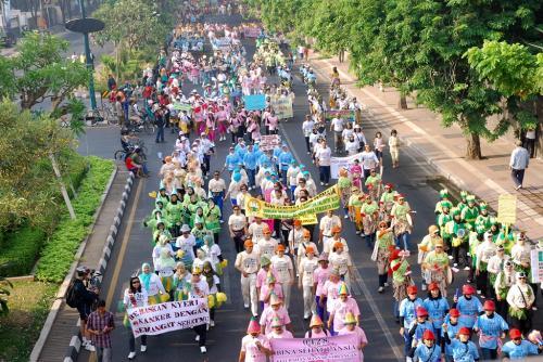 Karnaval Surabaya Bebas Nyeri Kanker 2010